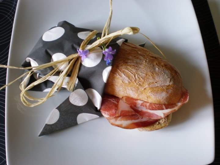 Sandwich with raw ham